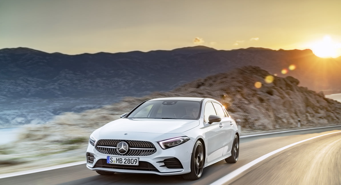 Mercedes-Benz A-Klasse Exterieur: Digital white pearl //  Mercedes-Benz A-Class  Exterior: Digital white pearl