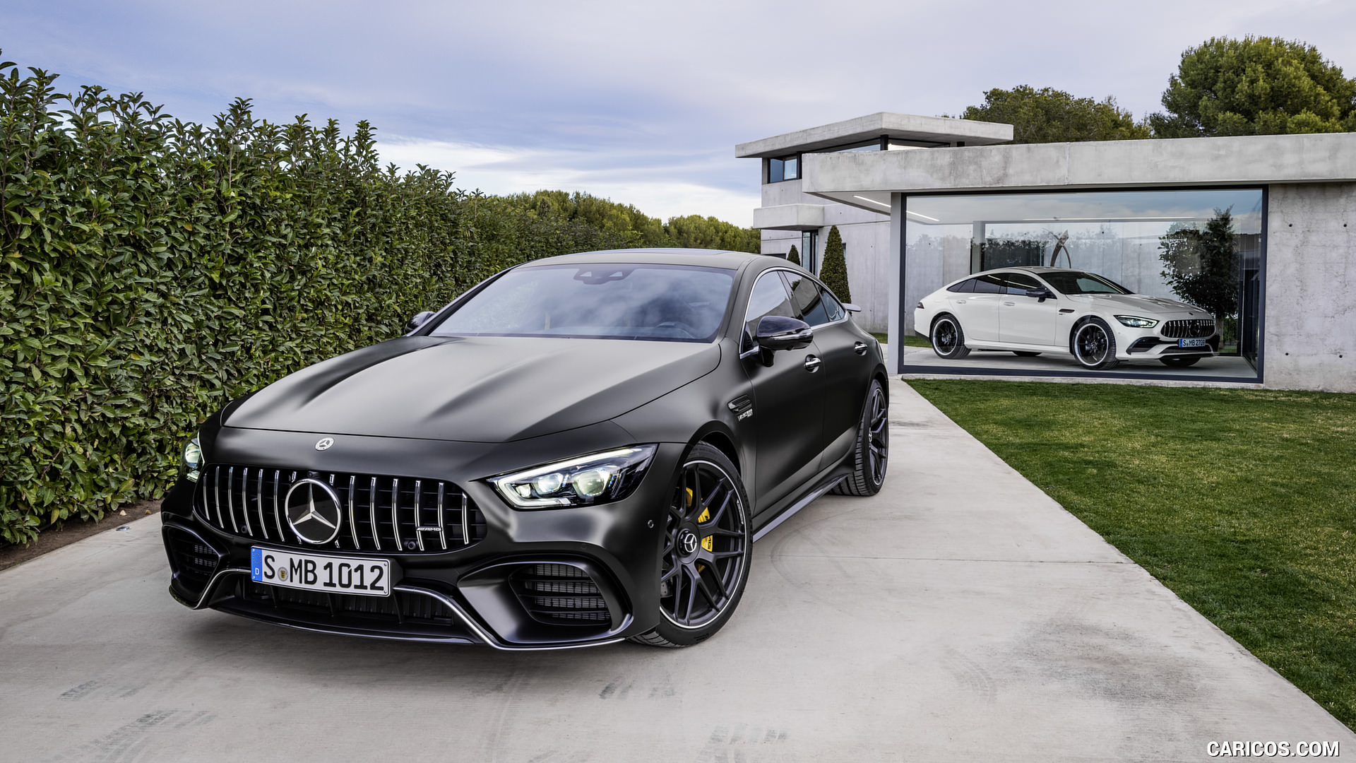 voici la mercedes amg gt 4 portes mercedes etoile mont blanc. Black Bedroom Furniture Sets. Home Design Ideas